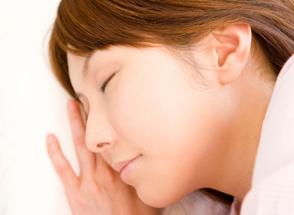 意識のない状態で治療に伴う不快感をまったく感じることなく治療を終えることのできる完全麻酔
